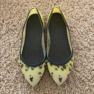 🐆 print Crocs Rio Pointed Toe size 6